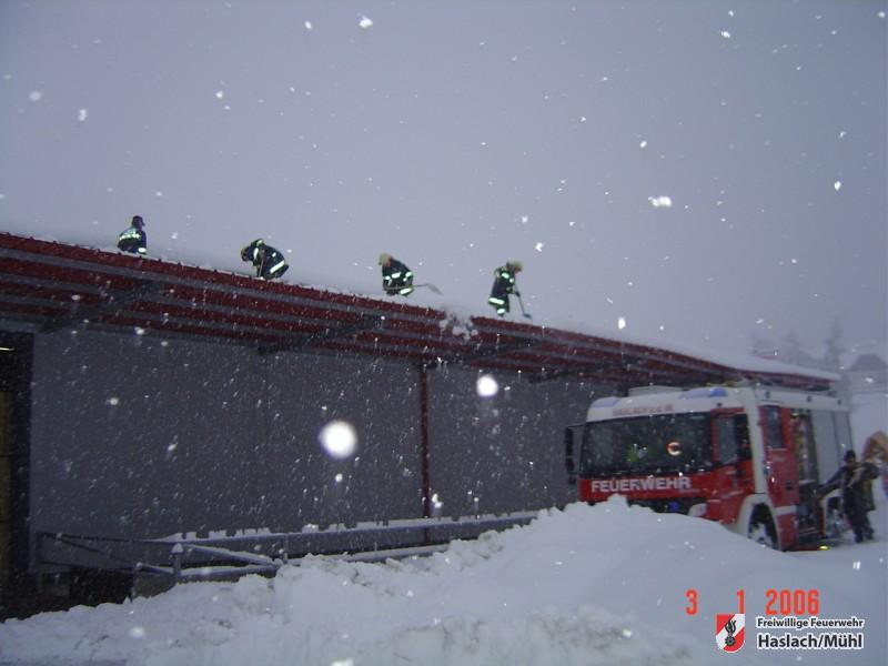 Zahlreiche Einsätze nach heftigen Schneefällen
