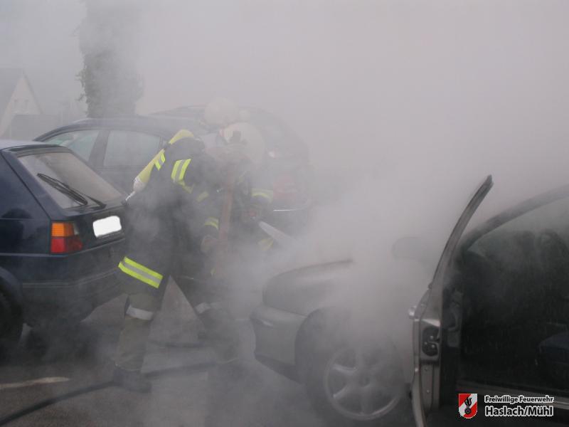 Autobrand bei Hauptschule