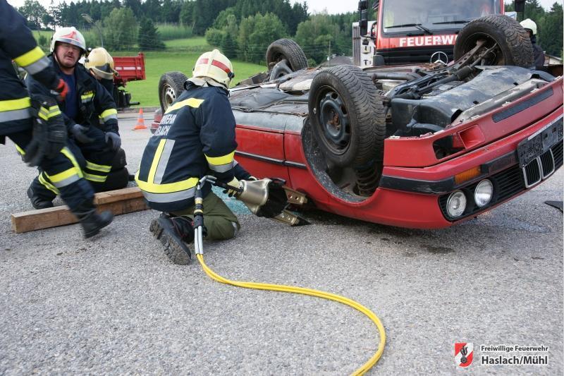 Einsatzübung Verkehrsunfall mit 3 PKW