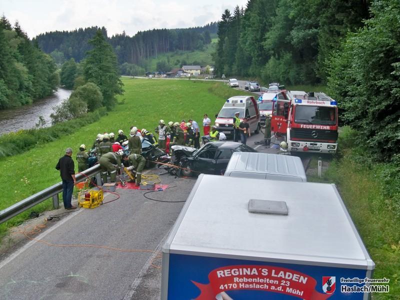schwerer Verkehrsunfall mit Menschenrettung