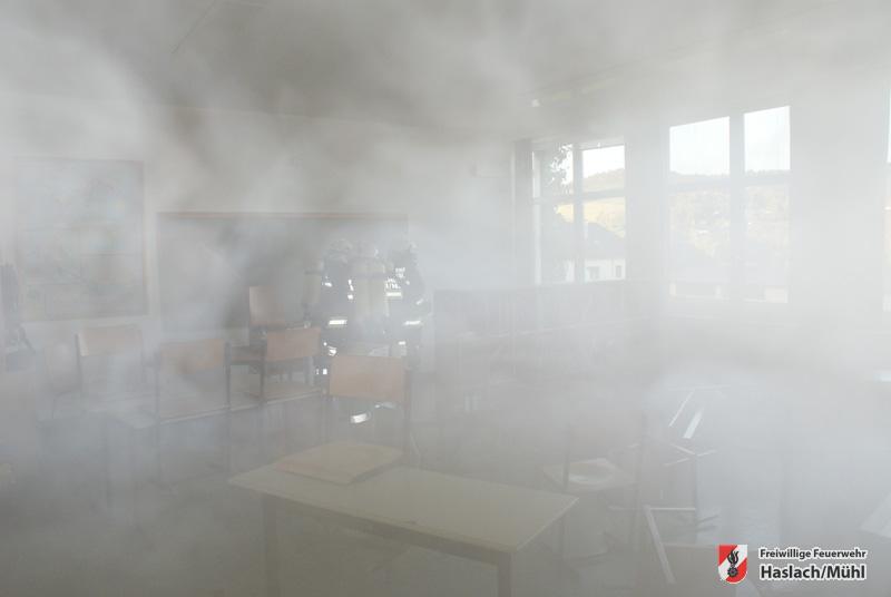 Brand in der Hauptschule – Atemschutzübung