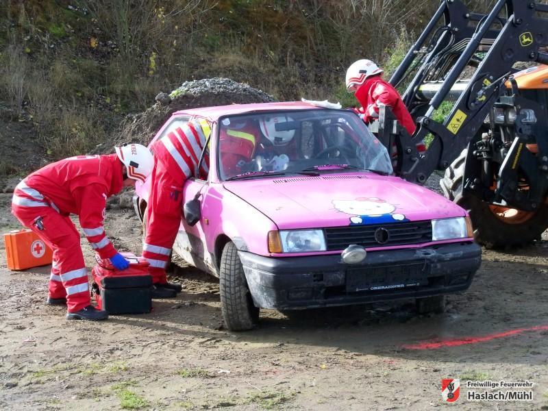 schwerer Verkehrsunfall – Traktor gegen Auto