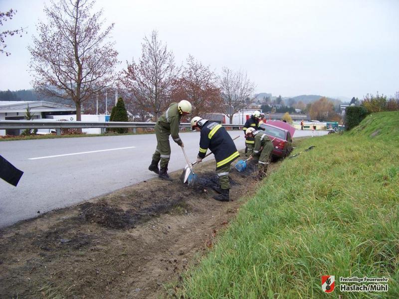Ölspur nach Verkehrsunfall