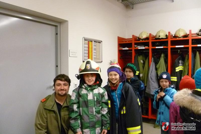 Volkschulbesuch bei der Feuerwehr