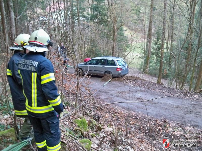 Fahrzeugbergung in schwierigem Gelände
