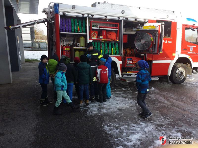Volksschulbesuch bei der Feuerwehr