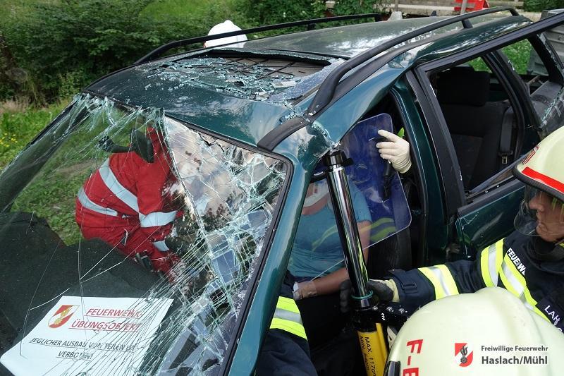 Übung Verkehrsunfall mit Gefahrstoffaustritt