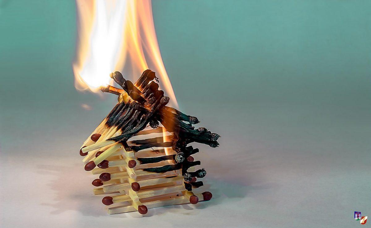 Brandalarm durch rauchende Mikrowelle