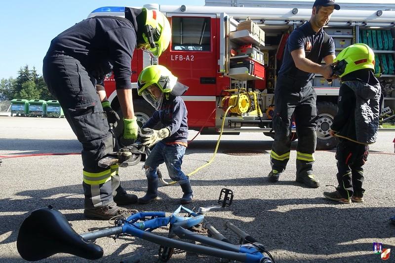 Kindergartenbesuch und Ferienspiel bei der Feuerwehr