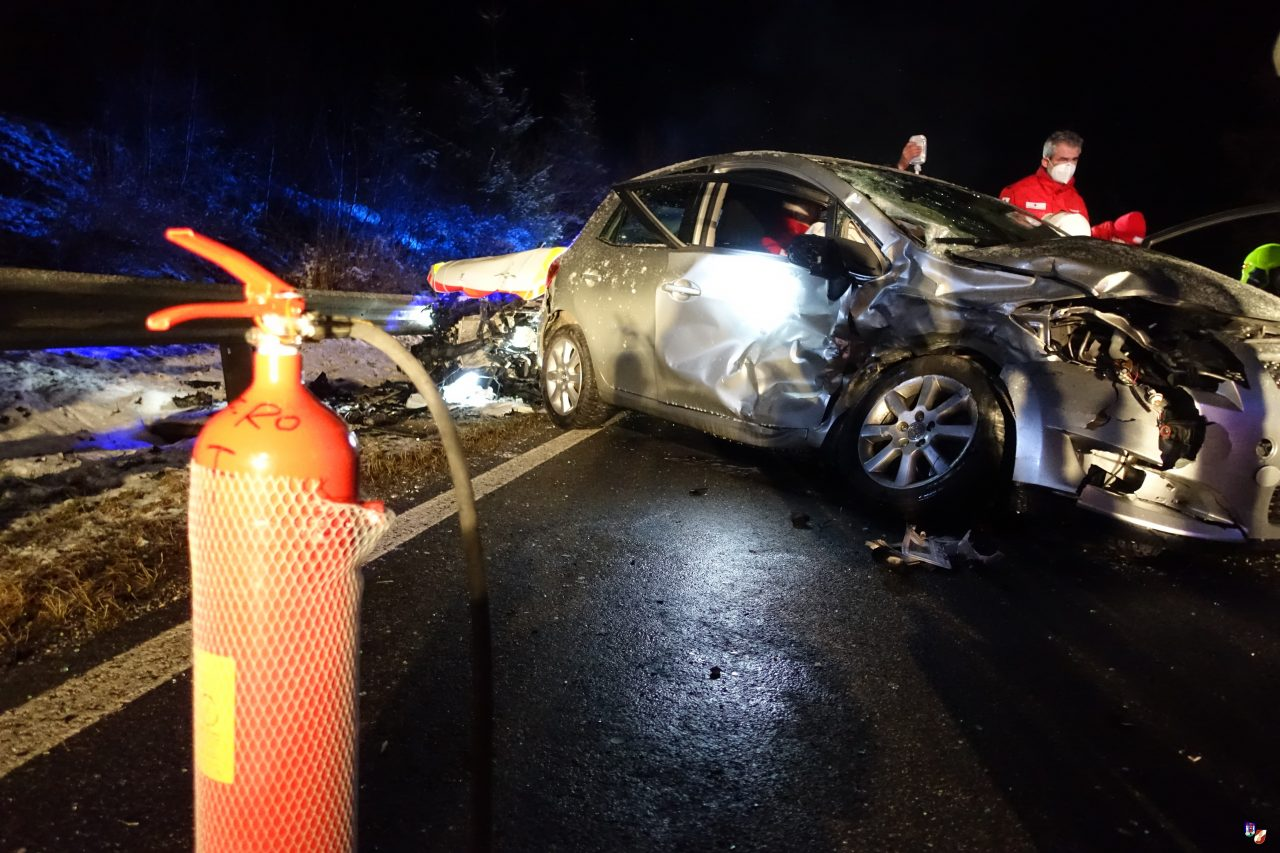 Verkehrsunfall mit eingeschlossener Person
